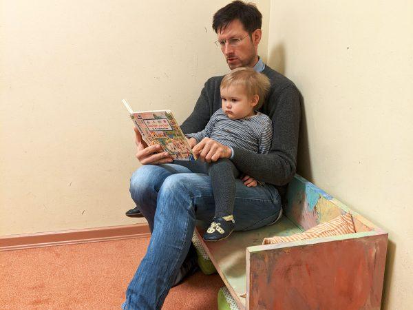 Pappbank Papa und Kind Kindergarten